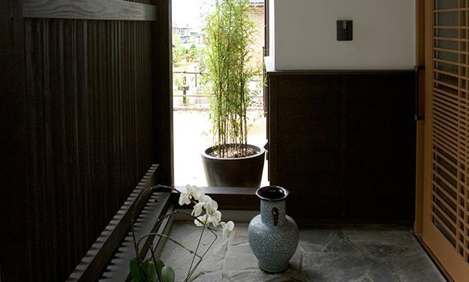 スタイリッシュでありながら、ほっと和めるような日本の伝統的な要素を兼ね備えて。